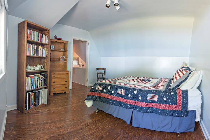 Upper level bedroom with direct view of Lake Michigan
