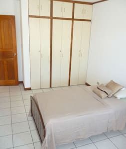 Private room, hot water, single bed - San Jose