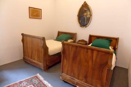 la chambre du sénateur -  Edon