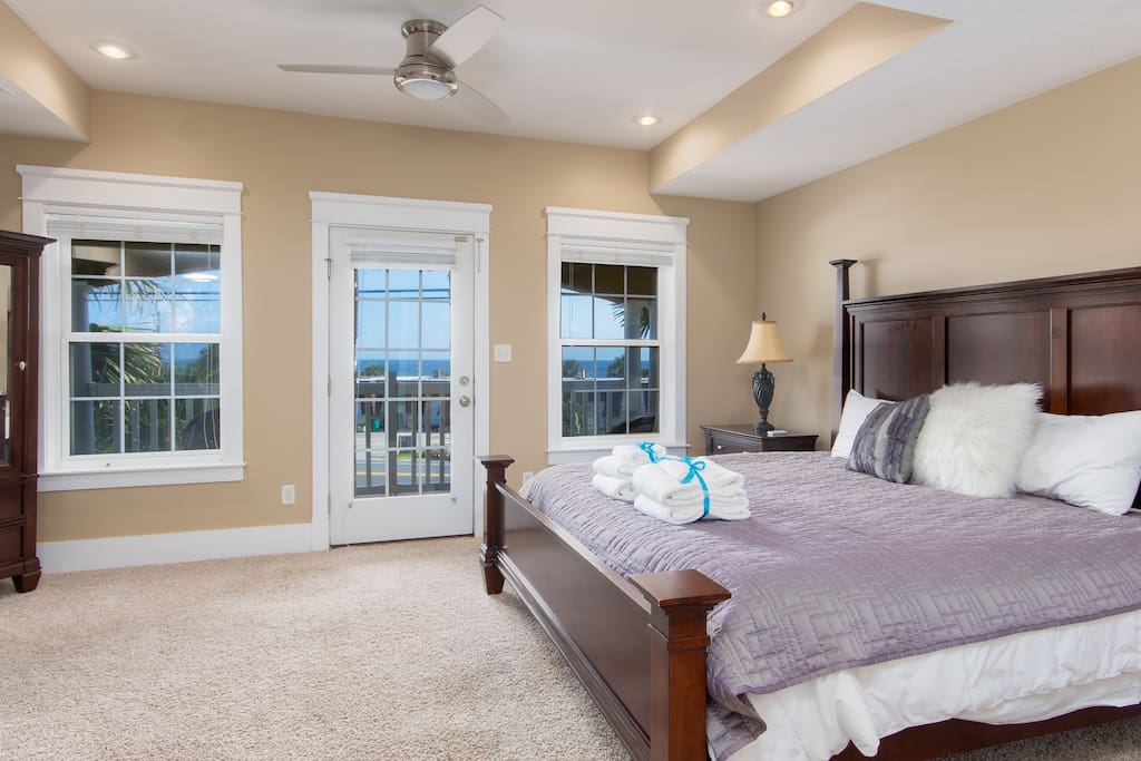 2nd Floor Master Bedroom with King Bed - Gulf Views!