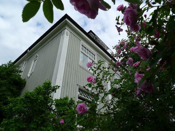 Brønnøya hovedgård