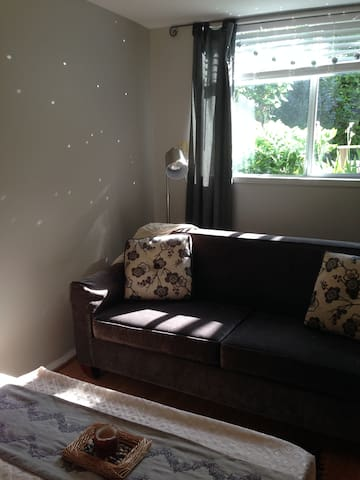 Private 1BDR cozy suite 5 minutes to Vancouver!