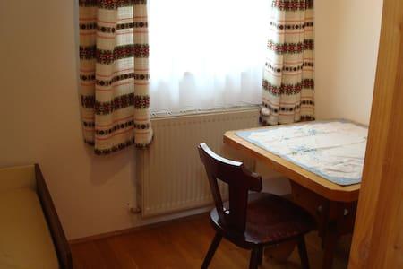 Einzelséparée in großer Wohnung - Schnarrndorf
