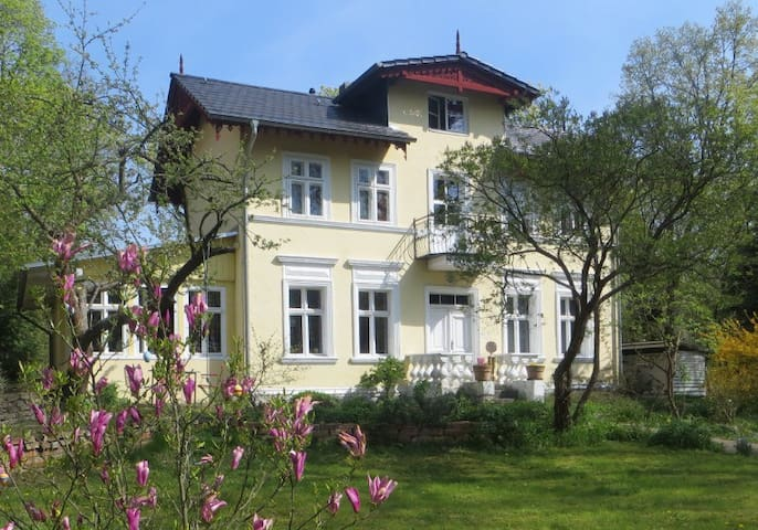 Picturesque villa close to Berlin