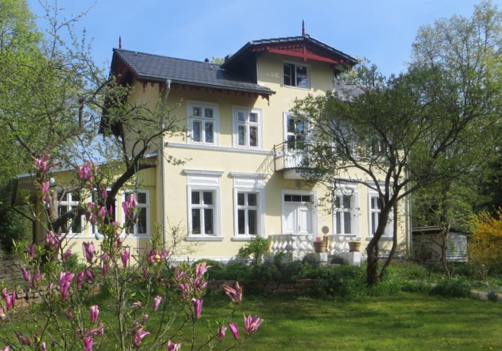 Picturesque villa close to berlin maisons louer for Baden baden allemagne maison close