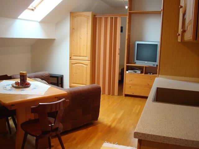 Gemeinschafts-Wohnküche mit Schlafséparée