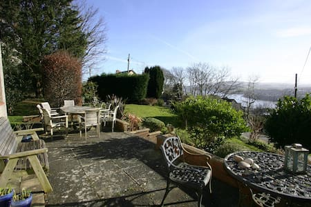 Rooms with view of Fishguard Bay and Preseli Hills - Stop and Call - 独立屋