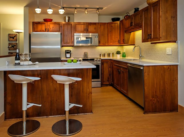 Fully equipped kitchen, spacious and well equipped with cooking and serving dishes, pots etc.