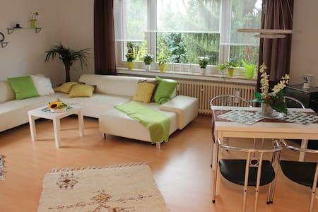 zentrale, aber ruhige Ferienwohnung - Holzminden - Apartmen