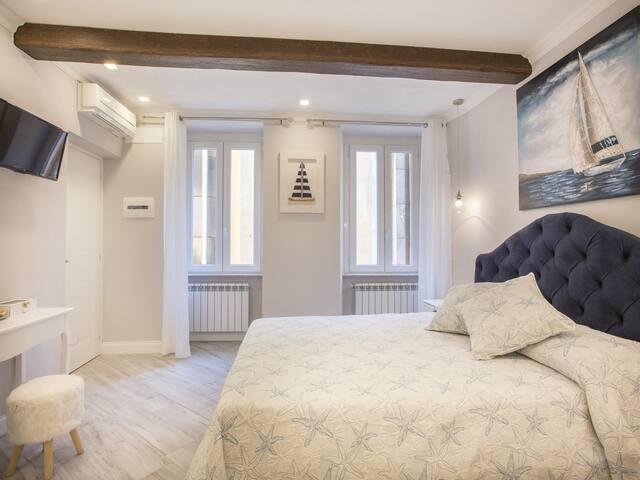 """First private room-  named """"Tragagià """" (prima camera privata, il nome è Tragagià)."""