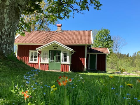 1800s cottage in scenic surroundings
