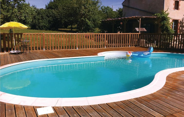 Holiday cottage with 3 bedrooms on 83 m² in Moutieres sous Argent.