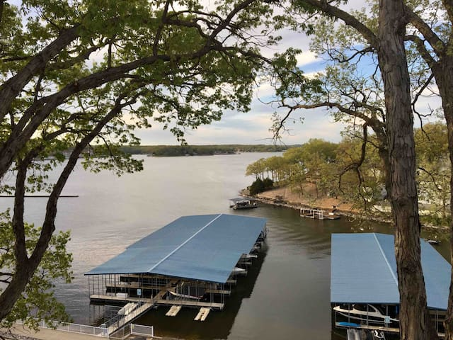 2bdrm/2bth Beautiful Lakefront Condo! Very Clean!!