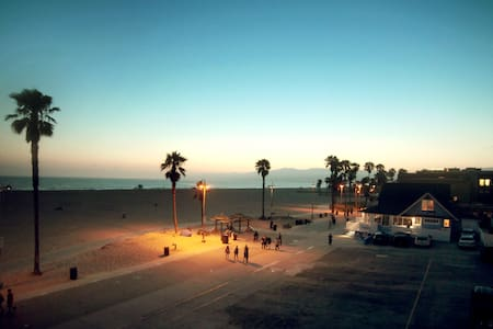 *Venice Beach Vacation On The Sand!