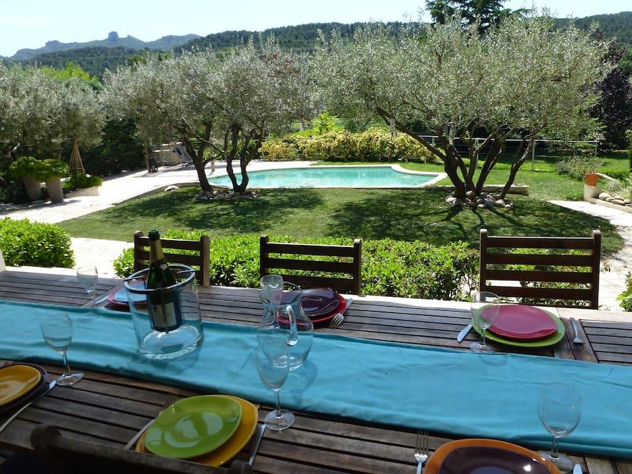 Villa piscine en provence villas louer simiane for Piscine en provence