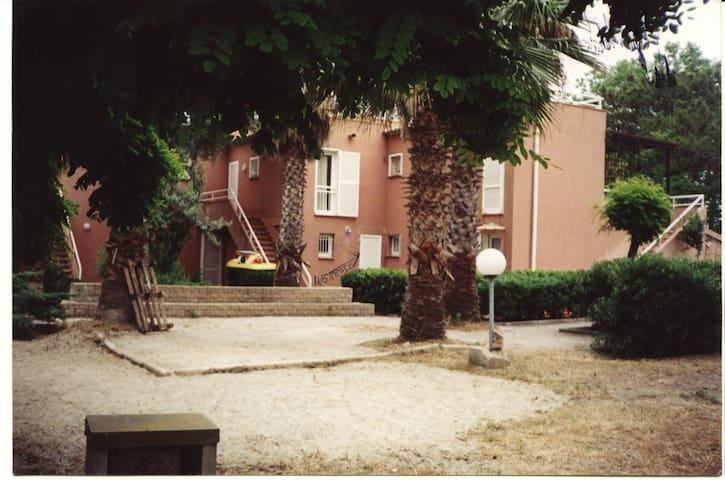 Casa con giardino sul mare - Borgo - Flat