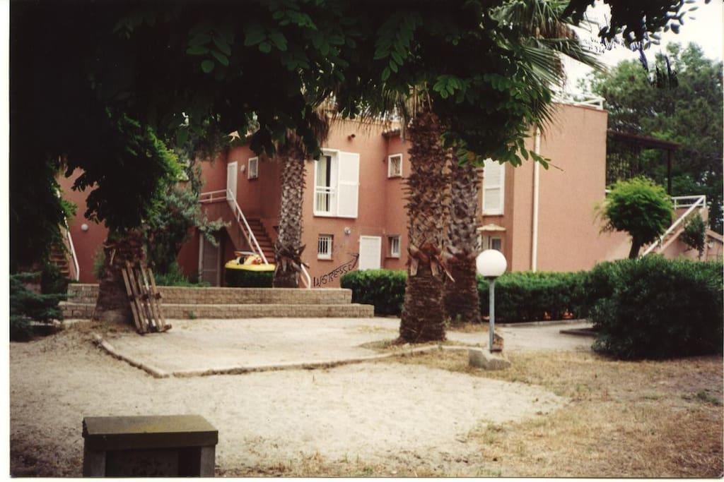 Casa Con Giardino Ostia Lido : Casa con giardino sul mare lido de la marana borgo