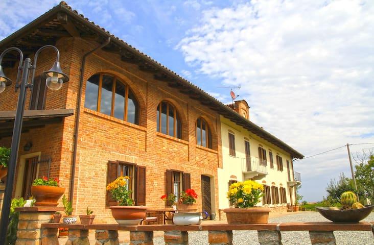 Cascinale tra Langhe e Monferrato - Castagnole delle Lanze - House
