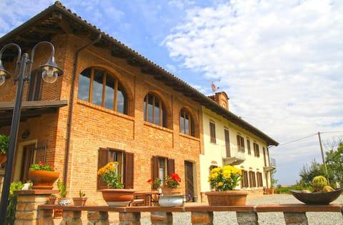 Cascinale tra Langhe e Monferrato