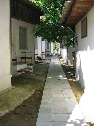 Тихий и спокойный с 18 бунгало - Бяла - Cabaña