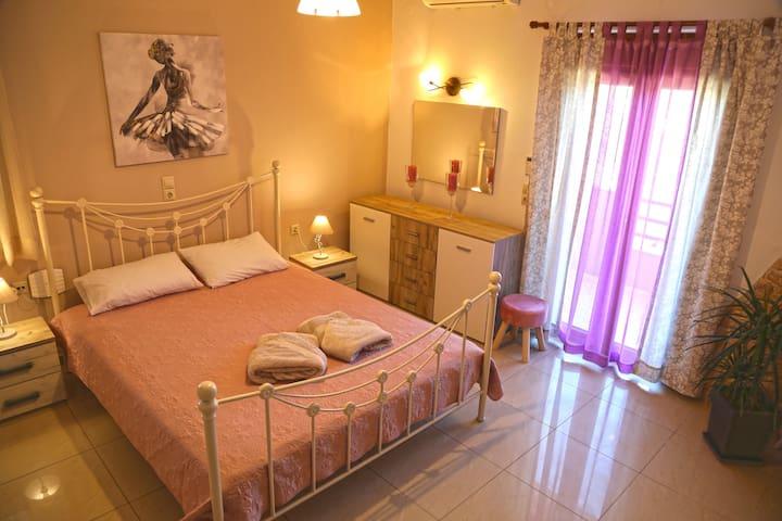 1st bedroom / double bed, balcony