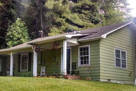 Cozy Cottage in Historic Valley - Sugar Grove - Huis