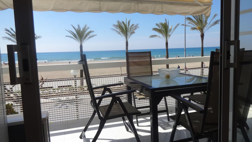 R3 Beachfront Apartment with pool - Calafell - Wohnung