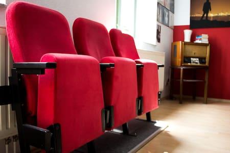 Kino-Wohnung in der City mit ALEXA-Feature - 莱比锡 - 公寓
