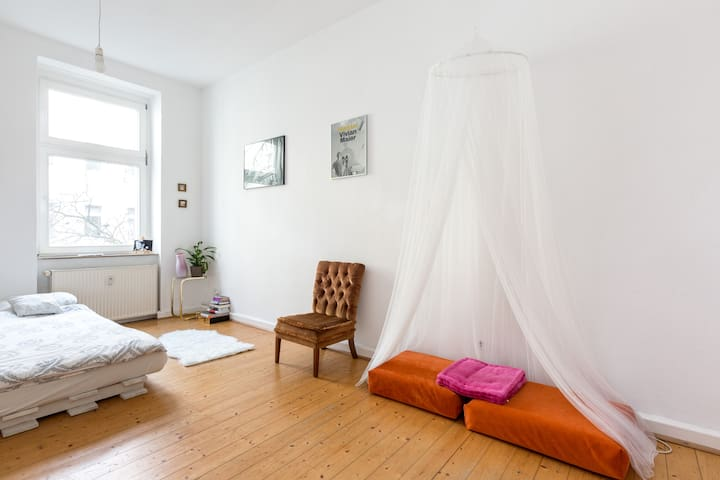 Super cozy room next to Boxhagener Platz