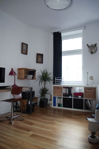 Bright and quiet room in the middle of Neukölln