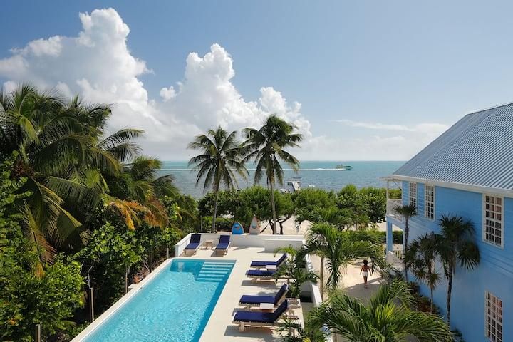 Weezie's Hotel Queen Oceanfront Suite