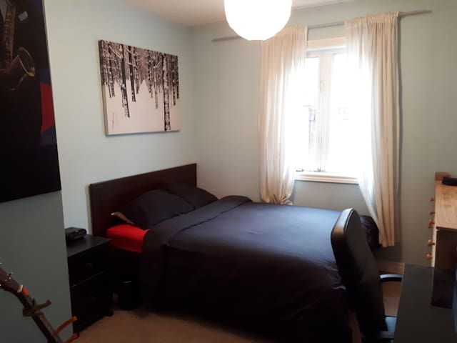 Clean Private Room Heart of Leslieville, Toronto*