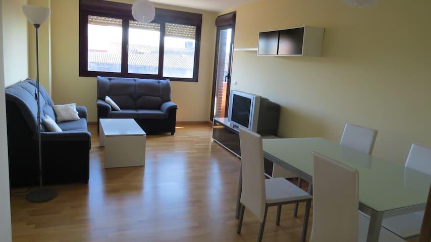 Amplio piso exterior, 3 habitaciones y piscina