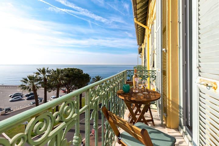 Prime location and beautiful sea views