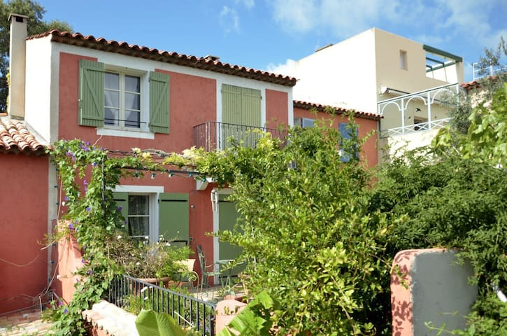 Villa Gassin / StTropez / 2 Bedrooms & 2 Bathrooms