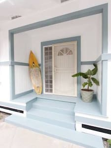 Waikiki Beach Cottage
