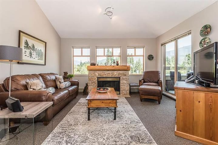 Perfectly Located 3 beds Loft inWhistler Village