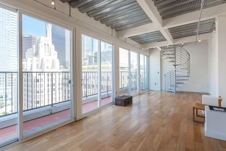 Amazing Penthouse now available in Downtown LA.  Unique bedroom attached to huge private balcony with jacuzzi.  This is the best view in DTLA overlooking Pershing Square.  The building is located steps away from the Pershing Square metro stop.