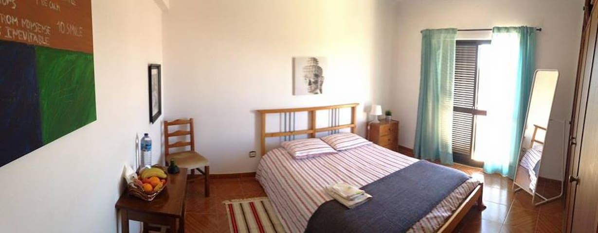 Quiet and cozy * CAPARICA - LISBOA
