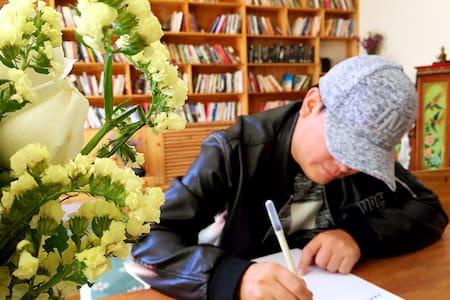 拉萨首家24小时旧书馆超文艺民宿 - Lasa Shi - Vila