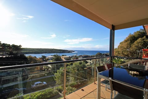 Beachside haven with gorgeous sea & Headland views