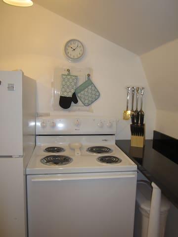 kitchen stove/oven