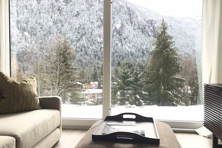 MODERN NEW BUILD - MOUNTAIN VIEW PRIVATE SUITE - Squamish - Rumah