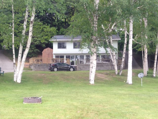 Summer 2016 5 bd lakefront cottage. - Shelby - Dom