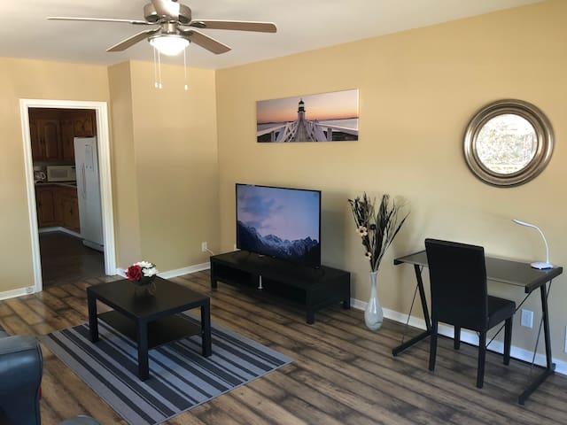 ▶︎3 Bedroom Upper Unit Near Wascana Lake, King Bed