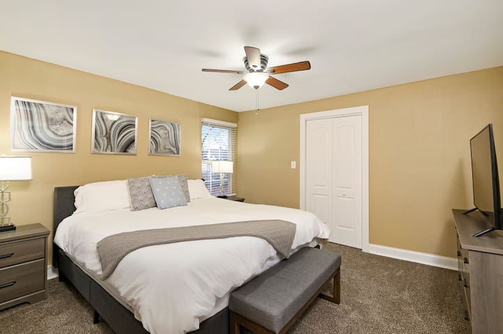Master King Suite  Heart of KC near Crown Center