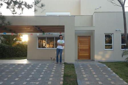CASA COM PISCINA - VARGEM GRANDE PAULISTA - Huis