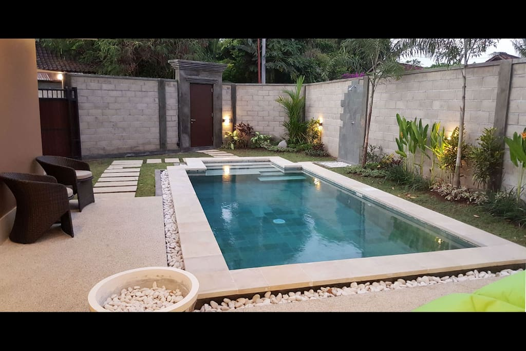 Another view of the nice pool with also the main door entrance