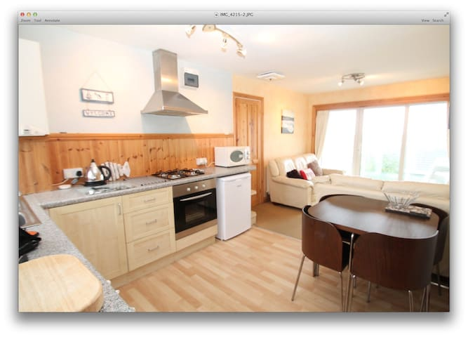 PORTH BEACH LOCATION - apartment with sea views - Newquay - Apartment