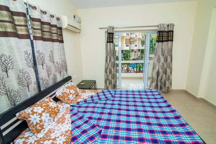 Entire Apartment - 2 Bed Flat with Swimming Pool